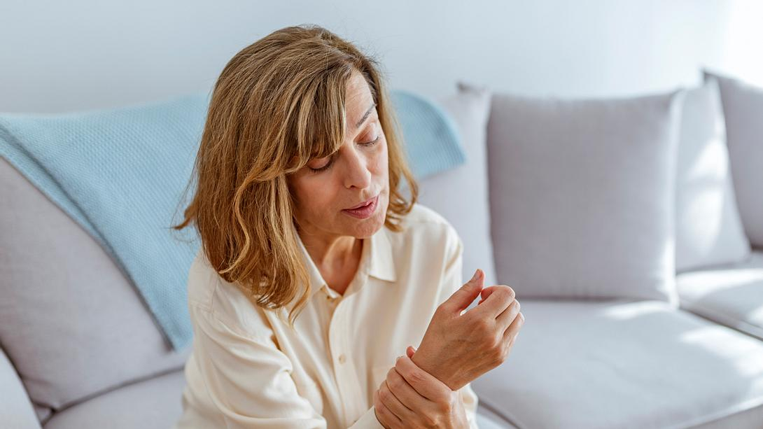 Anzeichen und Ursachen bei Arthrose - Foto: iStock/ljubaphoto