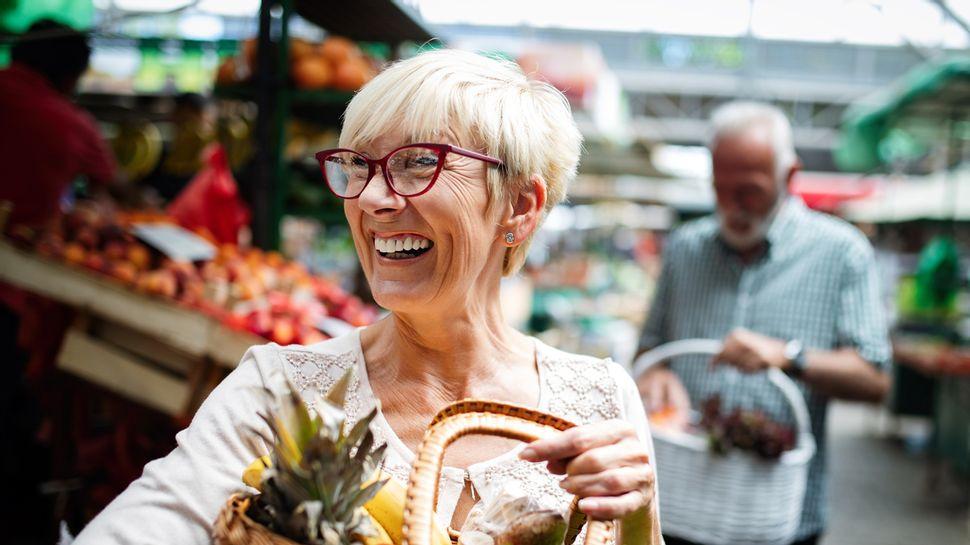 Einkaufen auf dem Markt - Foto: iStock/nd3000