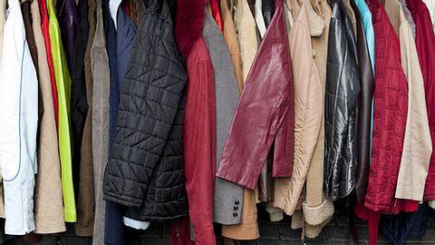 Kälte-Kleiderständer für Obdachlose - Foto: carterdayne/iStock
