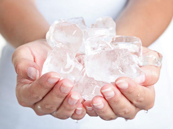 Wie Kältetherapie gegen Rheuma, Neurodermitis und Co. hilft