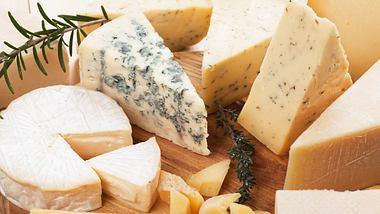 Käse einfrieren.  - Foto: IgorDutina / iStock