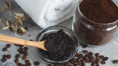 Kaffeepeeling selber machen  - Foto: Jelena Irikova / iStock