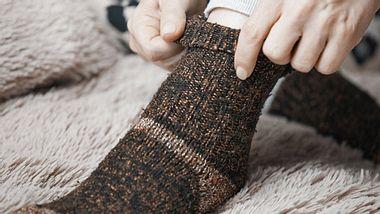 Tipps gegen kalte Füße.  - Foto: Zhenikeyev / iStock