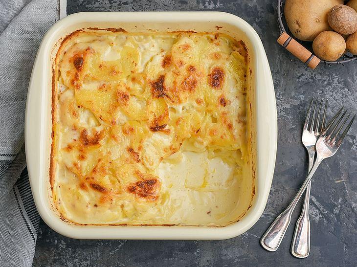 Unser Rezept für klassisches Kartoffelgratin gelingt garantiert.