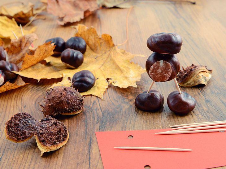 Kastanienfiguren basteln im Herbst