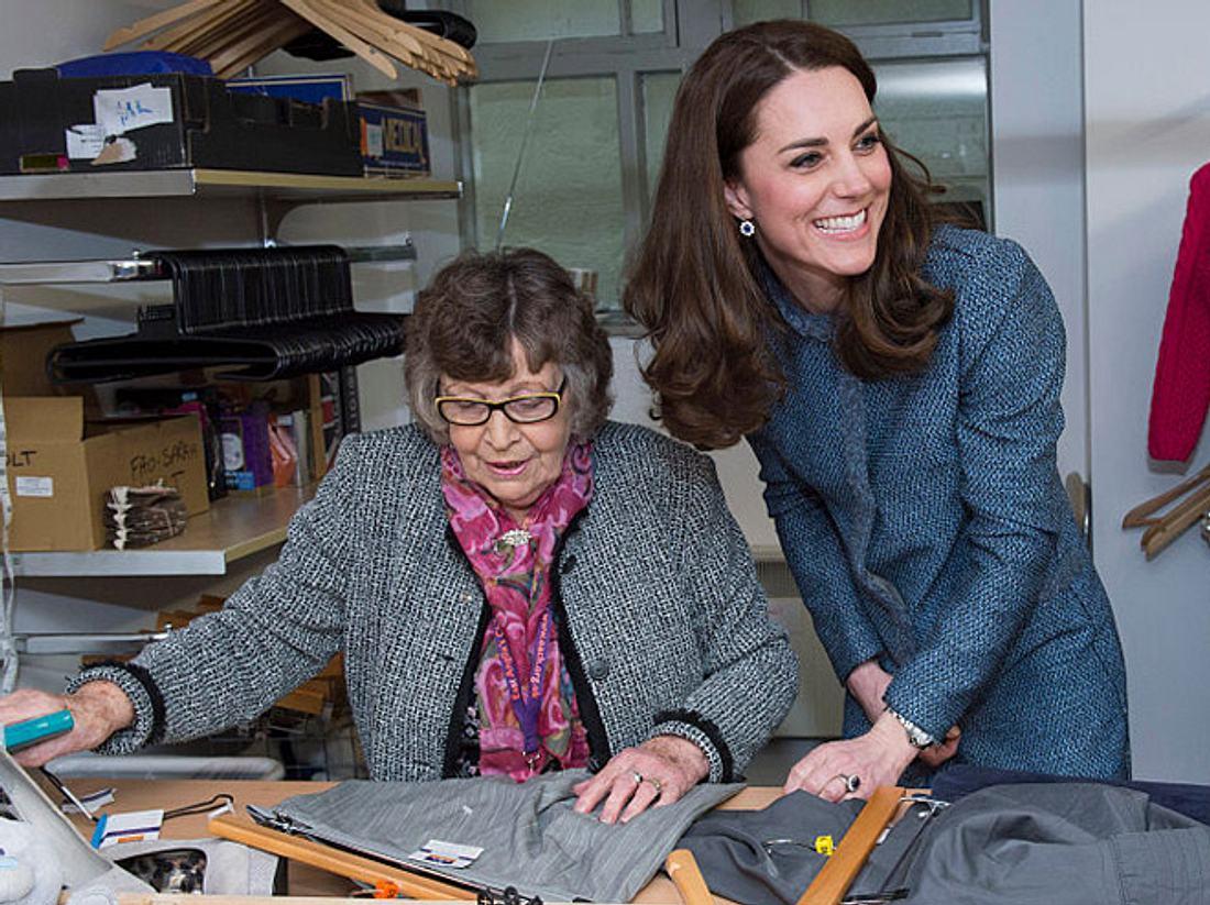 Kate Middleton beim Besuch eines Second-Hand-Ladens im März 2016.