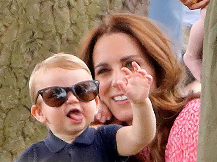 Herzogin Kate mit Prinz Louis am Rande eines Polospiels.