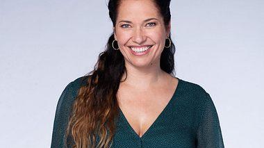 Katja Frenzel spielt Tina Richter bei Rote Rosen. - Foto: ARD / Thorsten Jander