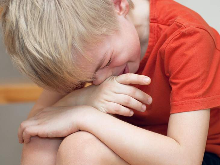Autismus: Kleiner Junge findet Freundin beim Haare schneiden