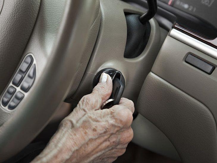 Kfz-Versicherungen sind für Senioren bis zu 75 Prozent teurer