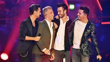 KLUBBB3-Sänger Florian, Christoff und Jan mit Ritchie auf der Bühne. - Foto: xF.xKernx / xFuturexImage