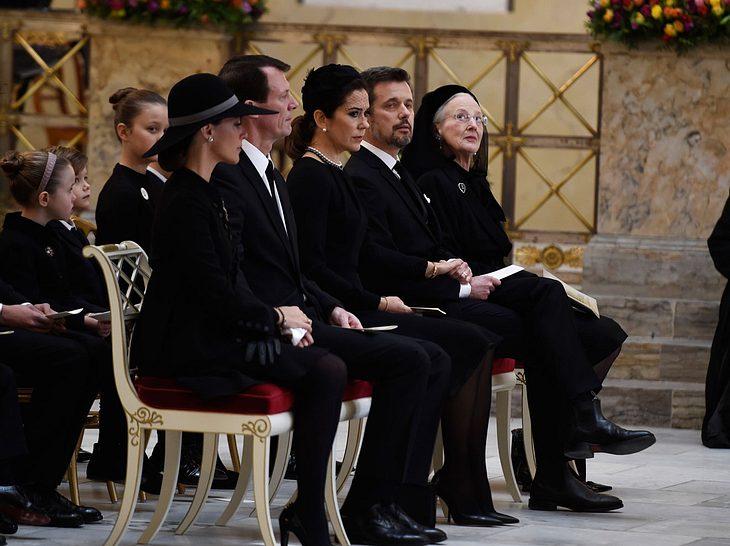 Die dänische Königsfamilie nimmt Abschied von Prinz Henrik.