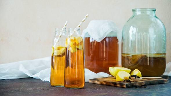 Kombucha selber machen: Gesundes Rezept mit Ingwer