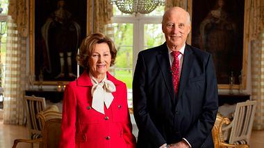 König Harald und Königin Sonja sind seit über 50 Jahren verheiratet. - Foto: ERIK EDLAND/GettyImages