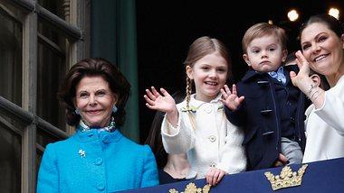 Königin Silvia mit ihrer Tochter Prinzessin Victoria und den Kindern der Kronprinzessin. - Foto: Michael Campanella/Getty Images
