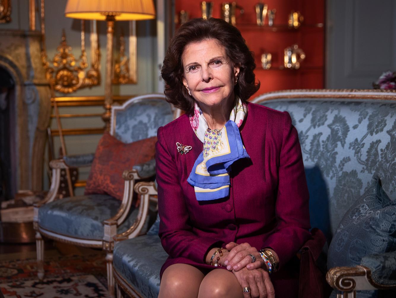 Königin Silvia von Schweden posiert für ein Fotoshooting mit der Göteborgs-Posten Zeitung.