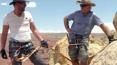 Konny Reimann und Michael Wendler unterwegs in der Wüste. - Foto: RTL II