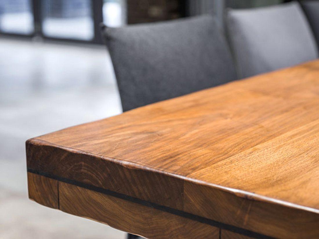 Wenn Sie Kratzer an ihren Holzmöbeln entdecken, können Sie diese schnell wieder entfernen.