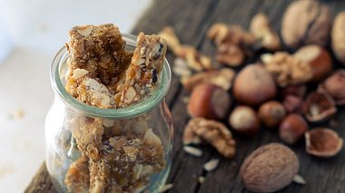 Krokant selber machen: Erdnuss-, Haferflocken und Haselnuss-Krokant