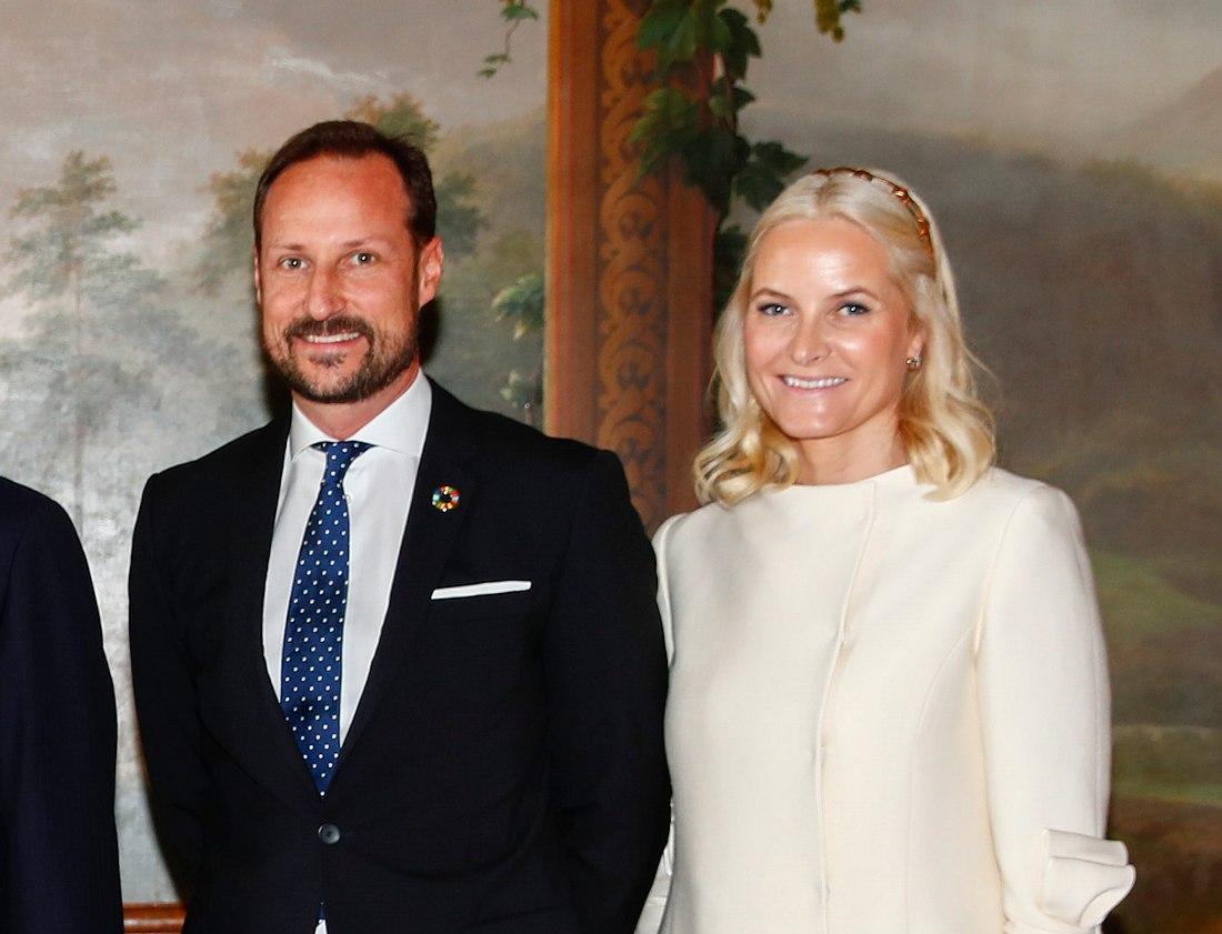 Kronprinz Haakon und Prinzessin Mette-Marit mit dem Königspaar.