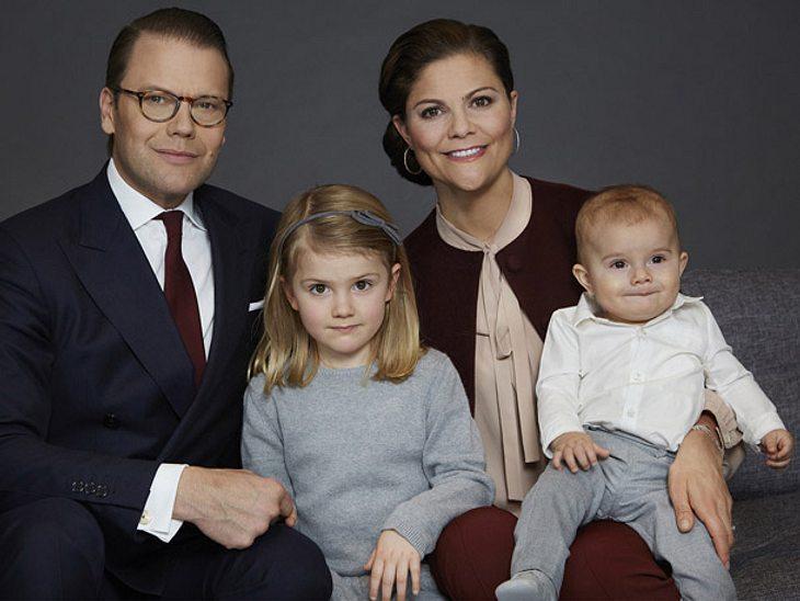 Neues Familien-Porträt von Prinz Oscar, Prinzessin Estelle, Prinzessin Victoria und Daniel von Schweden.