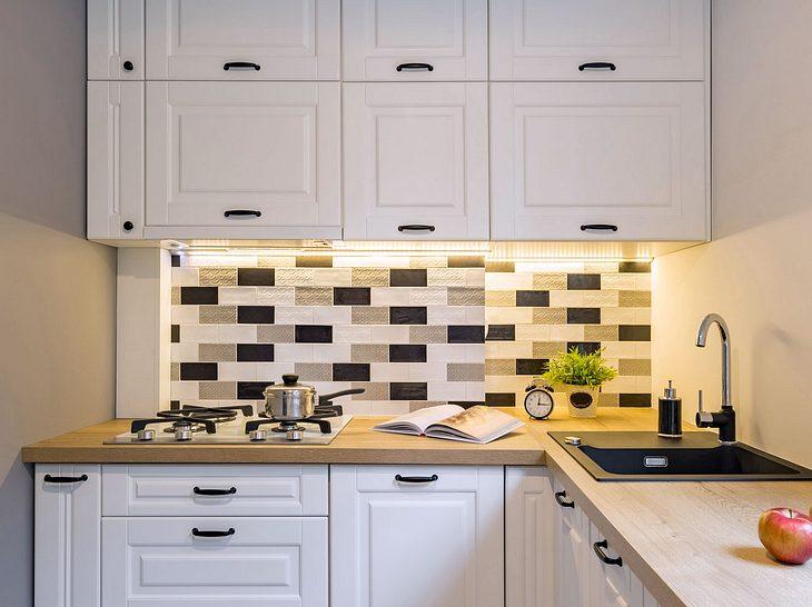 Wie lässt sich die Küche mithilfe schnell umzusetzender Tricks renovieren?