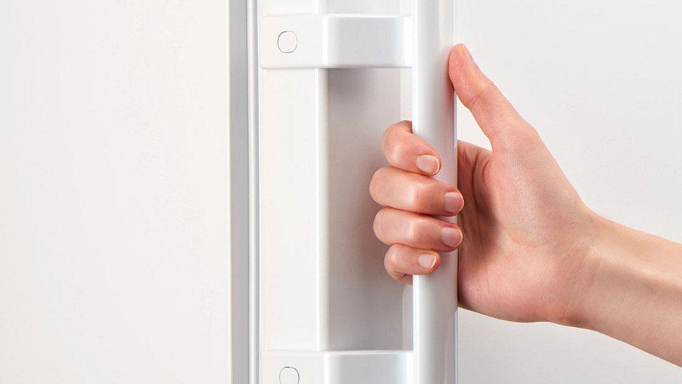 Was kann ich tun, wenn der Kühlschrank brummt?