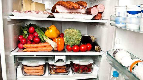 Kühlschrank stinkt - Foto: iStock / fuzzbones0