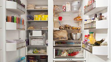Beim Kühlschrank einräumen müssen Sie die Temperaturen beachten.  - Foto: PGGutenbergUKLtd / iStock