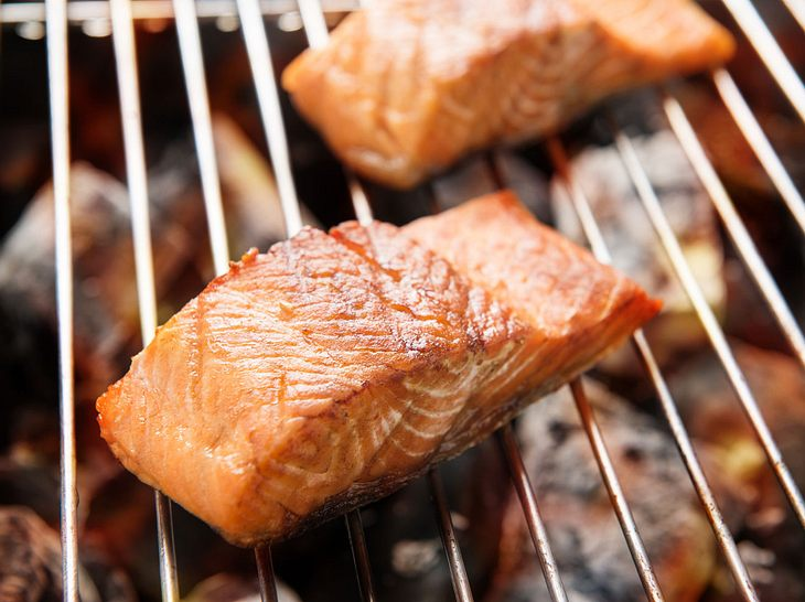 So gelingt Lachs auf dem Grill.