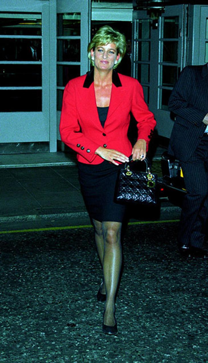 Lady Diana und ihre Handtasche.