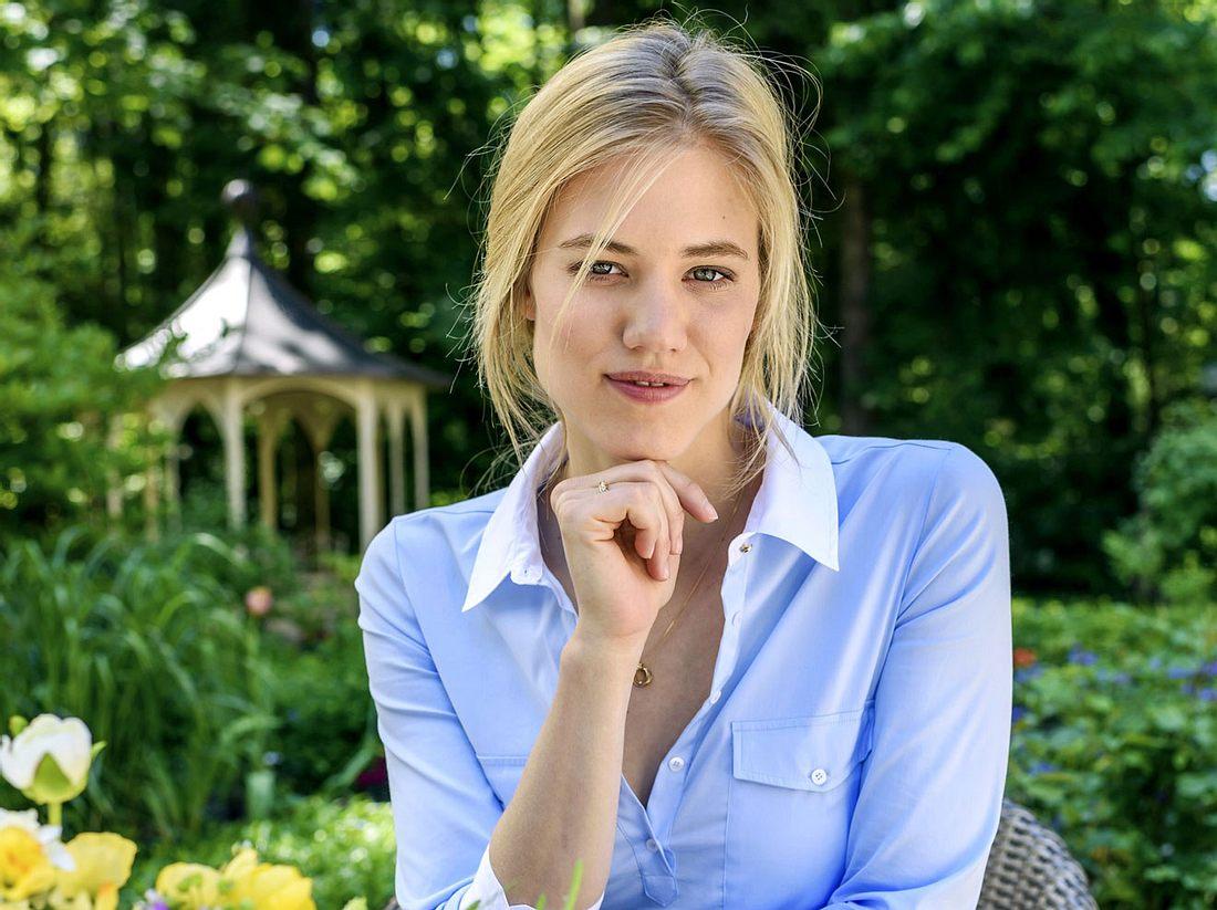 Larissa Marolt ist neu im Sturm der Liebe-Team – und mischt den Fürstenhof ordentlich auf.