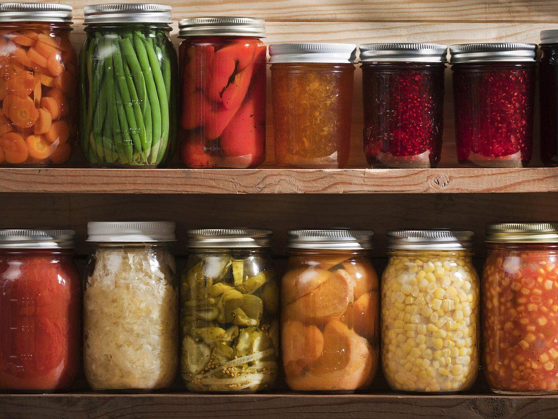 Lebensmittel haltbar machen in Weckgläsern