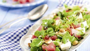 Kräutersalat mit Feta und Wassermelone