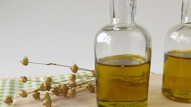 So gut ist Leinöl für Ihren Körper - Foto: HeikeRau / iStock