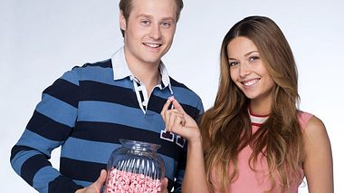 Lena Meckel und Julian Brodacz spielen das neue Rote Rosen Traumpaar. - Foto: ARD / Thorsten Jander
