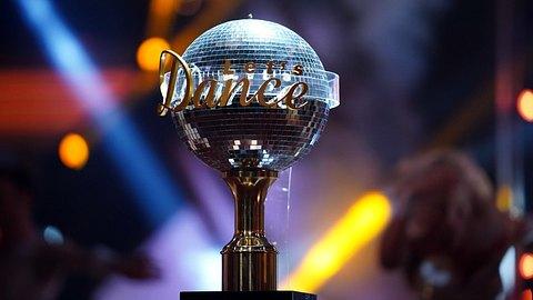 Pokal von Lets Dance.  - Foto:  Stefan Gregorowius / RTL