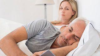 Eifersucht in der Beziehung als Liebesretter - Foto: Ridofranz / iStock