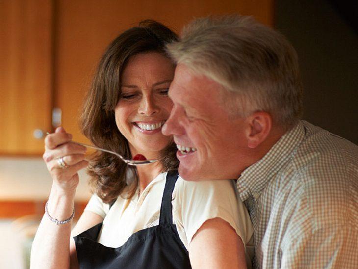 Um dauerhaft mit Ihrem Partner glücklich zu sein, sollten Sie sich auch im Alltag immer wieder bewusst für ihn entscheiden.