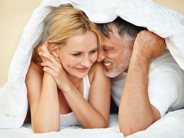 Mit einigen Tricks ist besserer Sex auch nach vielen Jahren Beziehung kein Problem.