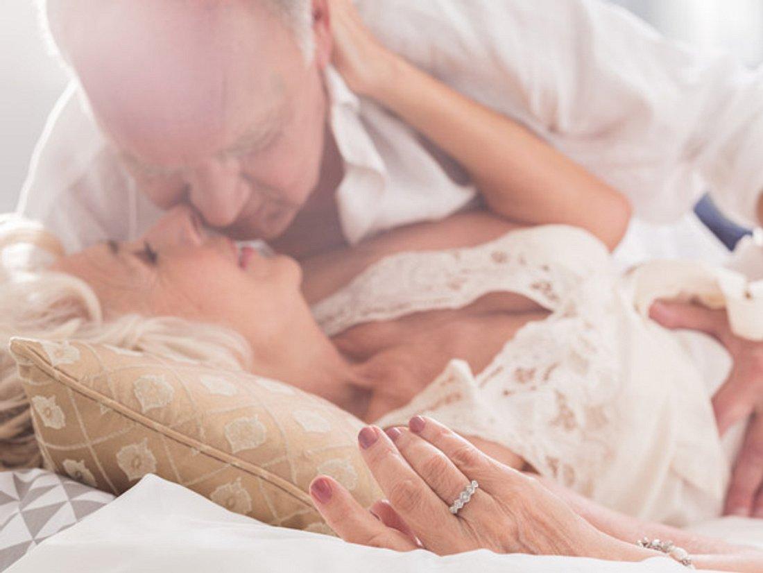 Mit der richtigen Sexstellung können Sie auch im Alter entspannten Sex haben.