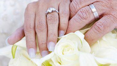 In den USA fand ein Liebespaar nach jahrzehntelanger Trennung wieder zusammen. - Foto: VisualCommunications / iStock