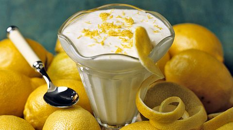 Mit diesem Rezept lässt sich eine leckerer Limoncello-Creme anrühren. - Foto: Syldavia / iStock