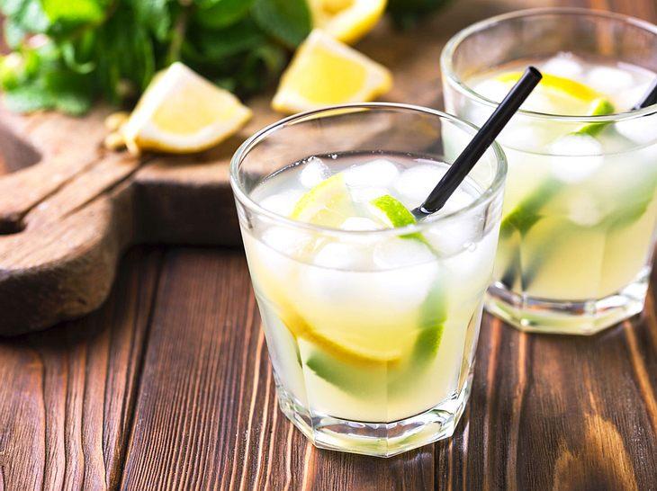 Erfrischend im Sommer: Limoncello Spritz.