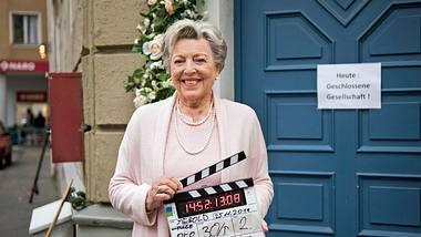 Die Serie Lindenstraße um Kultfigur Mutter Beimer ging mit Folge 1758 zu Ende. - Foto: WDR/Steven Mahner