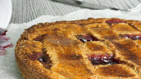 Linzer Torte, auf diesem Bild ohne den typischen Mandelrand.  - Foto: lenushkab / iStock