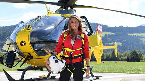 Luise Bähr spielt die Bergretterin Katharina Strasser. - Foto: imago images / Sven Simon