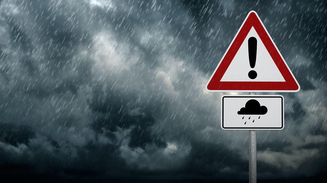 Warnung vor Starkregen. - Foto: iStock/trendobjects