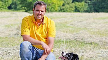 Martin Rütter mit seiner Hündin Emma - Foto: MG RTL D / Ralf Jürgens