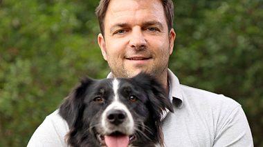 Martin Rütter mit Hündin Emma - Foto: MG RTL D / Mina TV